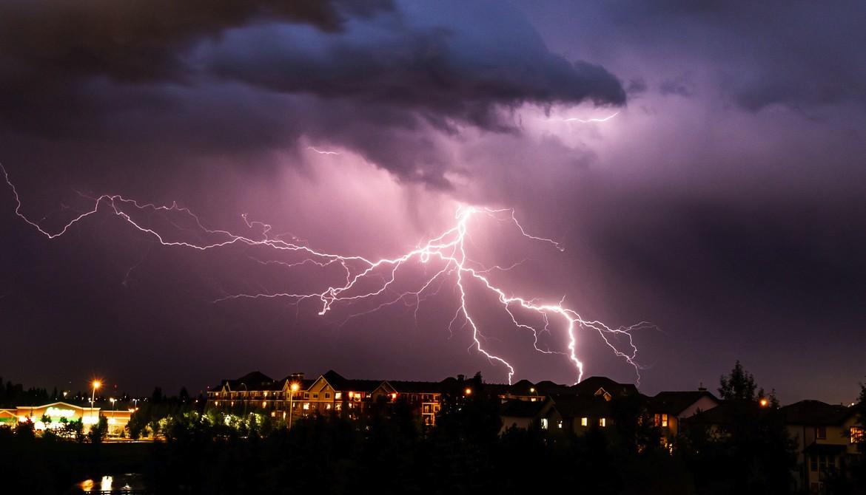 Acoperişurile de metal şi fulgerele